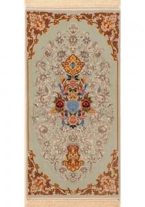 """Isfahan Rug 1'10"""" x 3'8'"""