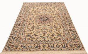 Summer rugs Nain Persian wool and silk light colors and calm pattern