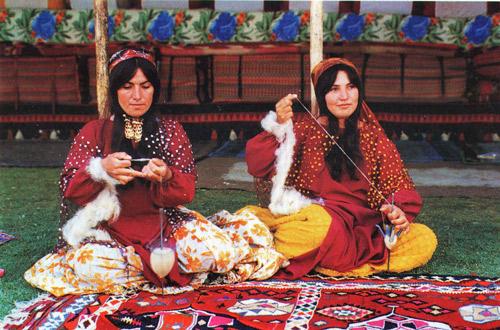 Qashqai Weavers Spinning Wool